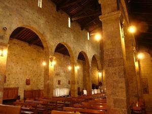 L'interno della Badia di San Pietro a Camaiore.